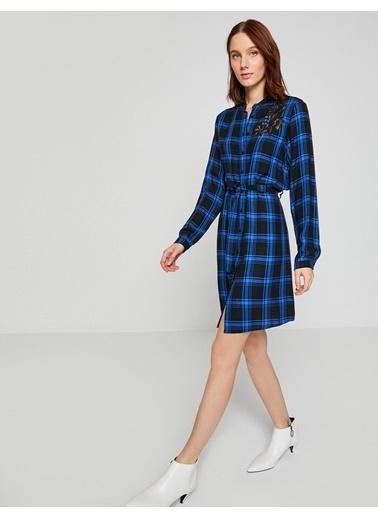 Koton İşlemeli Kareli Elbise Mavi